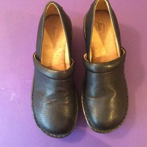 GH Bass Sheena Black Pebbled Mules Clogs size 8.5M